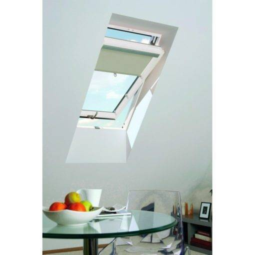 Okno dachowe OptiLight VB-W jest pokryte białym lakierem oraz wyposażone w nawiewnik. Dzięki temu to okno dachowe sprawdzi się w łazience czy kuchni.
