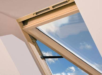 Klapowe okno dachowe OptiLight VK posiada regulowany nawiewnik wbudowany w górną część ościeżnicy zapewniając dopływ świeżego powietrza nawet przy zamkniętym oknie
